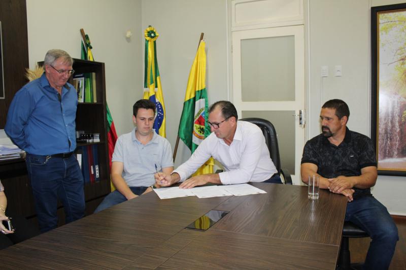 Prefeito Ruben assina Ordem de início de serviço de 16 mil m² de pavimentação