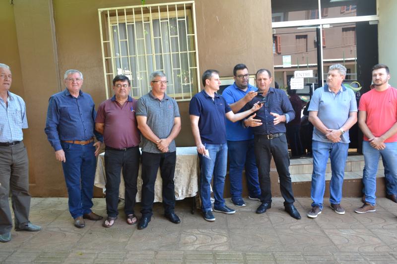 Com a entrega de mais 10 carretões, Prefeitura amplia ajuda à produtores de Giruá